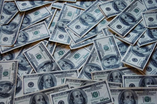 dominios .money con Hostinet